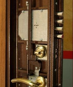 замок на металлическую дверь