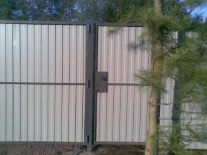 Калитка в заборе