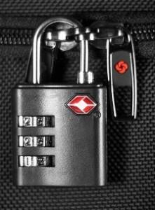 Навесной кодовый замок на чемодане