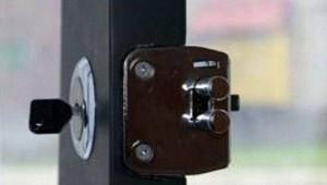 установка накладного замка на входную дверь