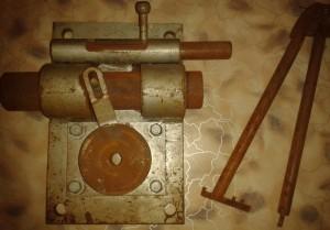 замок с падающим ключом