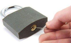 Как открыть навесной замок без ключа?