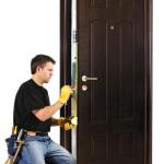 Как врезать замок в дверь