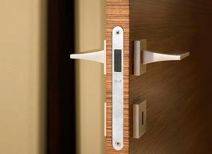 kak-vrezat-zamok-v-mezhkomnatnye-dveri-1