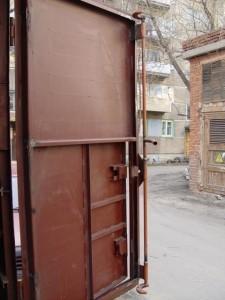 Дверь гаража