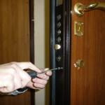 Как установить замок на входную дверь