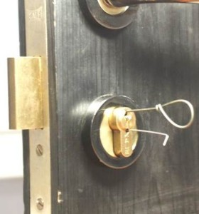 как вытащить сломанный ключ