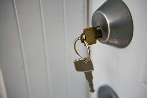 Что делать, если в замке застрял ключ?