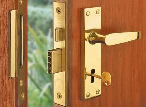заклинило ключ в дверном замке